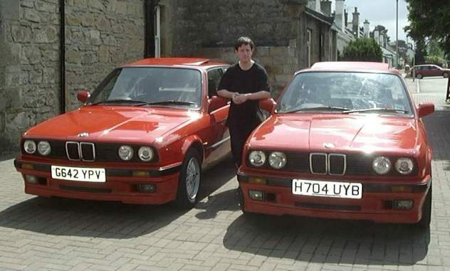two red BMW E30 318iS